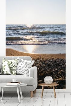 Een schitterende felle zonsopgang gefotografeerd vanaf het strand in nationaal park Point Pelee in Canada.  Outdoor Sofa, Outdoor Furniture, Outdoor Decor, Canada, Prints, Home Decor, Decoration Home, Room Decor, Home Interior Design