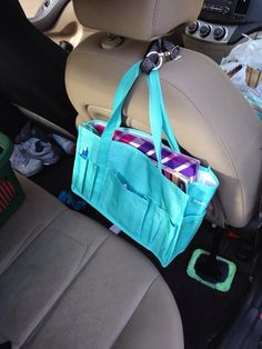 Great use for the keep it caddy from thirty-one gifts. Use a hang it up key fob to attach to headrest to keep movies, books, games and headphones up off of the floor. Car Trip Organization, Thirty One Organization, Thirty One Party, Thirty One Gifts, Thirty One Uses, Team Online, Thirty One Business, 31 Bags, Cute Purses