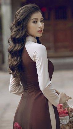 Ao Dai, Asian Model Girl, Vietnamese Dress, Cute Japanese Girl, Fashion Photography Inspiration, Beautiful Asian Women, Asian Woman, Beauty Women, Asian Beauty