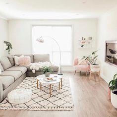 70 Delicate Tiny Apartment Design Ideas That Are So Inspiring - Decor Living Room Decor Cozy, Home Living Room, Living Room Designs, Room Interior, Home Interior Design, Small Apartment Living, Living Room Inspiration, Home Decor, Indoor Plants