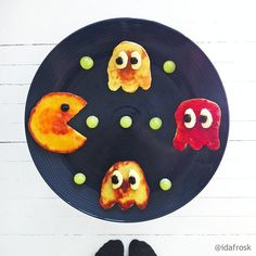 Pin for Later: 61 Food Art Ideas For Kids That Are Almost Too Cute to Eat Eat 'Em Up Pancake Pac-Man with dried blueberry eyes is such a fun way to start the day. Food Art For Kids, Cooking With Kids, Food Kids, Easy Cooking, Healthy Cooking, Food Food, Healthy Snacks, How To Make Breakfast, Breakfast For Kids