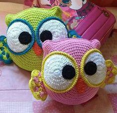 Crochet Owl Pillows, Crochet Pillow Pattern, Crochet Patterns Amigurumi, Crochet Dolls, Crochet Home, Crochet Gifts, Cute Crochet, Crochet Baby, Easy Knitting Projects