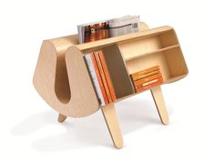 The central section is ideal for holding newspapers and  magazines while the sides can hold up to 80 paperback books.