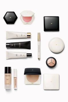 H&M's new beauty department is a world of modern make-up, and beauty with eyeshadows, lipsticks, mascaras, primers, nail polish, brushes and much more! | H&M Beauty
