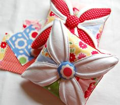 oh sheesh!  what a cute little pincushion!  tutorial link in post.