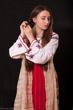 Traditional Romanian costume from south of Dobrogea. Dress and apron hand made by Simona Niculescu. Photography by Radu Niculescu. Traditional Dresses, Beauty Women, Special Occasion, Kimono Top, Sari, Costumes, Long Hair Styles, Female, Blouse