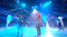 Veja alguns dos melhores momentos do MTV EMA 2014! Ariana Grande brilhou com sua apresentação e ao aparecer com o cabelo solto. Será que ela abandonou de vez o rabo de cavalo? Ariana Grande Gif, Ema, Glasgow, Queen, Concert, Girls, Pelo Suelto, Ponytail, Stuff Stuff