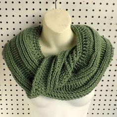 SNAKE Crochet Mobius Cowl Scarf Pattern