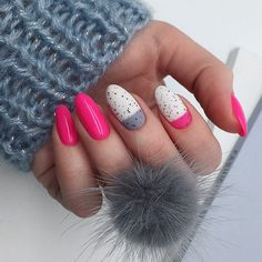 Almond nails are reserved and elegant on their own. However, a properly chosen nail art can help you take your manicure to the next level. Matte Nails, Gel Nails, Nail Polish, Christmas Manicure, Holiday Nails, Bright Red Nails, Nagellack Trends, Nailart, Halloween Nail Art