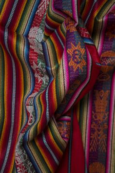 Here's how I daytripped from Quito to the stunning Otavalo market nestled in the Andean mountains Chinese Green Beans, World Of Wanderlust, Quito Ecuador, Weaving Designs, Textiles, Indigenous Art, Fabric Patterns, All The Colors, South America