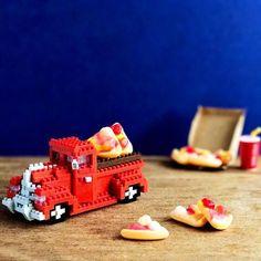 The petite pizza pickup 🙌🏼❤️ 🚘 🍕😋✨  .  .  .  #pizza #pickuptruck #nanoblockaustralia #nanoblock #tinyblockstonnesoffun #ナノブロック