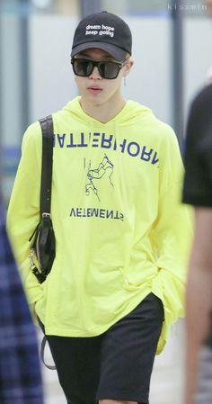 I love his hat ♥️ Jungkook Jimin, Jimin Hot, Bts Taehyung, Bts Bangtan Boy, Foto Bts, Jimin Airport Fashion, Bts Airport, Foto Rap Monster Bts, Mini E