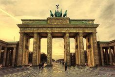 Discover the world through photos. Brandenburg Gate, Tip Of The Day, Gazebo, Community, Outdoor Structures, Tours, Berlin Germany, Tattoo Ideas, Berlin