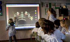 La tecnología ya está en las aulas, pero a menudo la pedagogía que se usa aún le da la espalda. Todos los soportes valen para dar a esta herramienta el mejor uso educativo