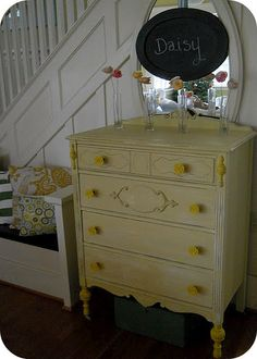 Use Dutch Boy's Willows gold paint to achieve this pretty yellow.