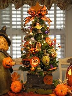 Oh Fall, How I Love Thee!! Halloween Decorated Tree
