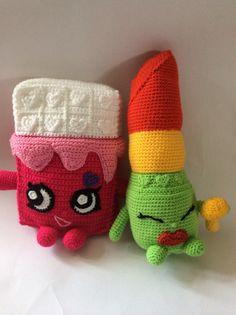 Pink cheeky choc and green lippy lips Crochet Food, Love Crochet, Crochet Gifts, Crochet Dolls, Knit Crochet, Crochet Toddler, Crochet For Kids, Knitting Patterns Free, Crochet Patterns