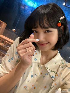 Kim Jennie, Jenny Kim, Blackpink Lisa, Kpop Girl Groups, Korean Girl Groups, Kpop Girls, Lisa Black Pink, Rapper, Lisa Blackpink Wallpaper