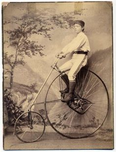 Before yesterday, I'd never seen a reverse farthing bicycle, and looky there! C 1880 Big Imperial Cab Photo Bike Club Boy on American Star High Wheel Bicycle Velo Vintage, Vintage Cycles, Vintage Bikes, Vintage Motorcycles, Old Pictures, Vintage Pictures, Old Cycle, Antique Bicycles, Bicycle Art