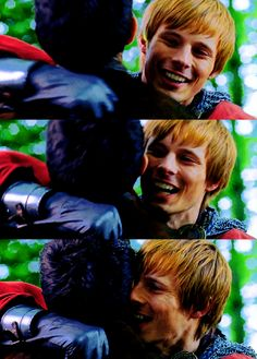 THEY HUGGED! -- Okay sad moment, isn't this when Merlin was under Morgana's spell? so it wasn't actually Merlin who hugged Arthur... not really, not mentally...
