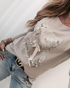 Style:Fashion Pattern Type:Sequins Material:Polyester Neckline:Round Neck Sleeve Style:Long Sleeve Length:Regular Occasion:Casual Package Note: There might be difference accor.