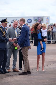 """Kensington Palace on Twitter: """"The Duke and Duchess of Cambridge and Prince George arrive @airtattoo #RIAT2016"""