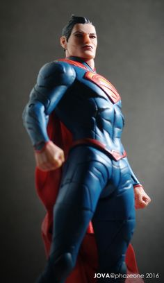 https://flic.kr/p/PYLCxw | Superman - Designer series, Jae Lee (DC Collectibles) | My 2nd Superman figure in my life. Amazing character design which i have never seen before.  If this figure comes with more articulation like the normal  DCC figure line, it should be the perfect one. (For me)