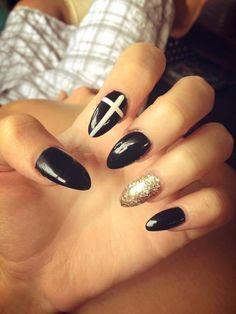 Fresh black and gold stilletto nails!!