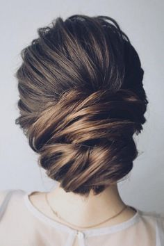 How really lovely is this elegant updo - does it remind anyone else of Grace Kelly?