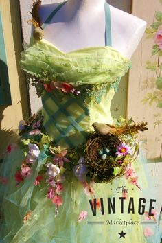 Dress Form Ideas Spring and Fall seem to bring on a certain type of activity for most of us each yea Vintage Clothing Display, Dress Form Mannequin, Mannequin Display, Flower Costume, Shabby Chic Pink, Vintage Marketplace, Spring And Fall, Flower Dresses, Boutique
