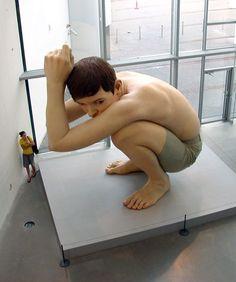 sculture iperrealiste giganti create da ron mueck