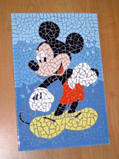 Mickey Mouse (helaas is deze gesloten toen ik deze ergens had geexposeerd) Mosaic Tray, Paper Mosaic, Mosaic Crafts, Mosaic Projects, Mosaic Glass, Newspaper Collage, Disney Stained Glass, Disney Mouse, Handprint Art