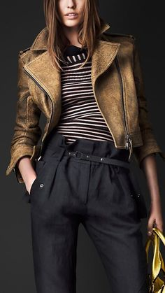 Burberry Cracked Leather Biker Jacket Love this entire outfit! Style Work, Style Me, Top Mode, Moda Boho, Winter Mode, Outfit Trends, Street Style, Leather Fashion, Look Fashion
