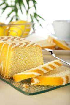 Este panqué de limón lleva un glaseado dulce de limón y esta muy fácil de preparar.
