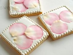I've just added a new video to my tutorial shop. In lesson 14of my cookie decorating video tutorial series, I'll show you how to form and color delicate fondant rose petals and use them to decorate a cookie with royal icing.I first created this d