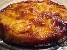 Ce gâteau est très simple et rapide à faire, délicieux et bien moelleux un vrai délice. - Recette Dessert : Gateau peches-abricots caramelises par La cuisine de Mél
