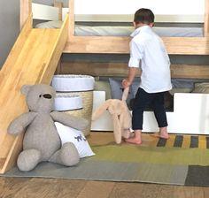 Detalles de color en la habitación de los niños  Tapete de lana 100%  YE' ii Hecho a manoHecho en   Colaboración AKÚN y IIUPI