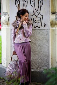 авторский жакет из шерсти и шелка `Vintage Style`. тепленький жакет сотворился в МОскве во время шоу класса ! огромное множество шелковых волокон создают совершенно неповторимую поверхность, слегка мерцающую. на спинке игривый кружевной элемент )  будет хорош на… Wool Art, Nuno Felting, Mori Girl, Felt Art, Every Woman, Wearable Art, Beautiful Dresses, Vintage Fashion, Womens Fashion