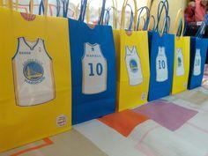 Golden State Warriors Themed Candy Lootbags Facebook: https://www.facebook.com/gingyscandybuffet/ Instagram: gingyscandybuffet