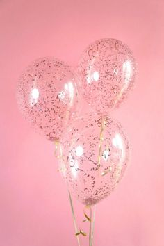 Take your party to a higher level with Rose Gold Confetti Balloons!  Clear latex balloon filled with beautiful metallic Rose Gold confetti. Choose standard 11 inch -Or- a Big 18 inch balloon  Dont forget to add string and weight!: