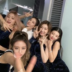 Find images and videos about kpop, itzy and yuna on We Heart It - the app to get lost in what you love. Kpop Girl Groups, Korean Girl Groups, Kpop Girls, Programa Musical, Homo, World 2020, These Girls, New Girl, K Idols