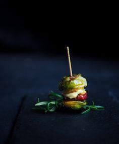Ruusukaaliburgerit - täytteenä raakamakkaraa, cheddaria ja tryffelimajoneesia <3