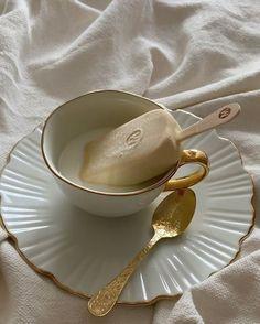 Cream Aesthetic, Aesthetic Coffee, Brown Aesthetic, Aesthetic Food, Margarita Bebidas, Café Chocolate, Mode Poster, Cafe Food, Milk Tea