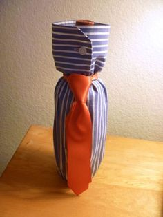 """""""Shirt"""" Gift Wrap a Bottle for Your Man – Father's Day, Coll.- """"Shirt"""" Gift Wrap a Bottle for Your Man – Father's Day, College Grad, Birthday, Any day! Creative Gifts, Unique Gifts, Deco Dyi, Diy Xmas Gifts, Grad Gifts, Diy For Men, Presents For Men, Wine Bottle Crafts, Wine Gifts"""