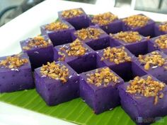 Maja De Ube Recipe Maja Blanca is a Filipino staple when it comes to serving local delicacies in about any celebration. May it be in a fiesta, birthday, christening, or the holidays, one is sure to see this delicious coconut Continue reading → Filipino Dishes, Filipino Desserts, Asian Desserts, Filipino Recipes, Filipino Food, Easy Desserts, Ube Recipes, Dessert Recipes, Easy Recipes