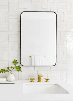 Things to Keeps in mind When Choosing New Toilet - My Romodel Black Bathroom Mirrors, Rectangular Bathroom Mirror, Black Mirror, Bathroom Colors, Bathroom Sets, Small Bathroom, Master Bathroom, Large Rectangle Mirror, Washroom