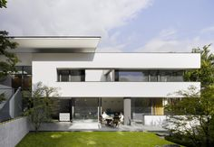 Built by Alexander Brenner Architects in Stuttgart, Germany with date 2008. Images by Zooey Braun. The almost triangular shape of this plot, with its long street front and an impressive plane tree worthy of protectio...
