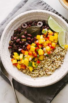 Instant Pot Cuban Black Bean + Mango Bowl - The Simple Veganista Vegan Black Bean Recipes, Delicious Vegan Recipes, Healthy Dinner Recipes, Vegetarian Recipes, Beginner Vegetarian, Vegan Meals, Healthy Options, Tasty, Yummy Food