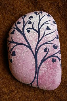 Liebesbaum, gemalt auf dekorativem Stein