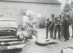 Tobor the Great Old Time Photos, Car Photos, Family Chiropractic, Macabre, Vintage Cars, American, Vehicles, Funny, Robot